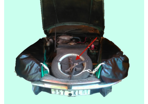 Kit in the spare wheel to fix a can of oil and tools Citroën ID/DS