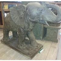 Tuinbeeld olifant groot spuitend