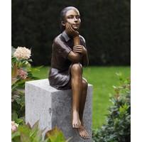 Bronzen beeld Denkend meisje