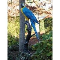 Beeld brons blauwe papagaai op boomstronk
