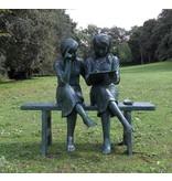 Eliassen Bild 2 Bronzemädchen auf Sofa