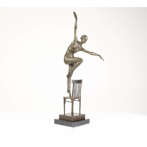 Bild Bronze Tänzerin auf dem Stuhl
