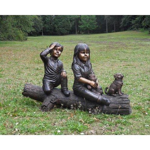 Eliassen Beeld brons meisje en jongen op boomstam klein