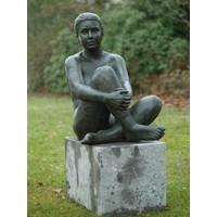 Beeld brons zittende naakte vrouw