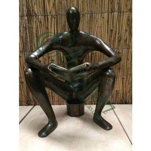 Bronzen lezende man XL