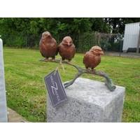 Beeld brons mussen op tak