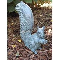 Beeld brons eekhoorn