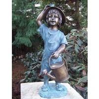 Beeld brons meisje met gieter