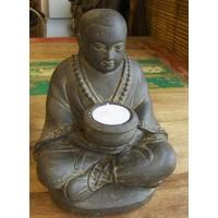 Boeddistische monnik met kandelaar