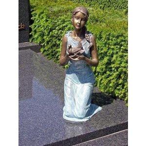 Eliassen Grafbeeld meisje met duif brons in 2 kleuren