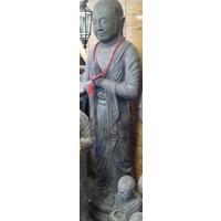 Shaolin Mönch steht in zwei Größen