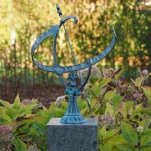 Eliassen Bronze Sonnenuhr auf hohem Sockel