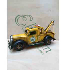 Miniature tow truck model