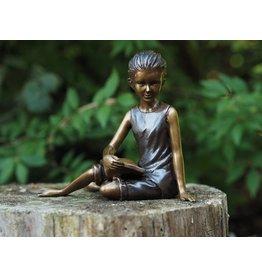 Eliassen Bronzen beeld zittend lezend meisje