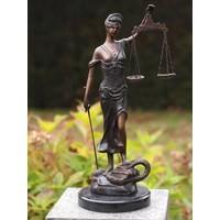 Kleine vrouw Justitia brons