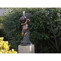Bronze Sprühfigur Junge mit Fisch