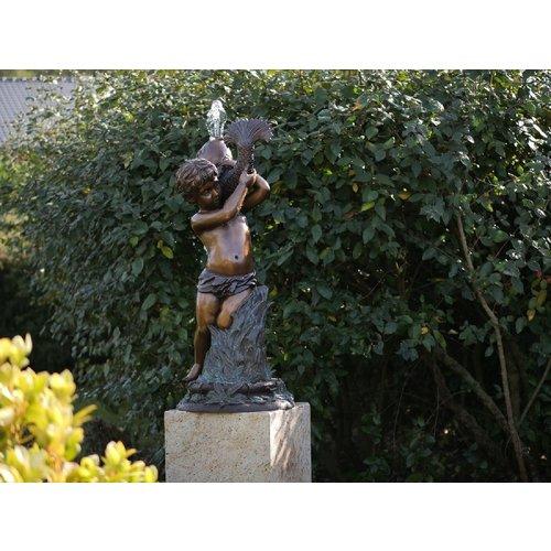 Eliassen Bronze Sprühfigur Junge mit Fisch