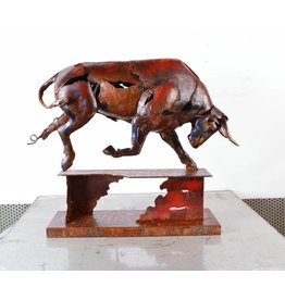 Eliassen Bild Metal Bull zu Fuß