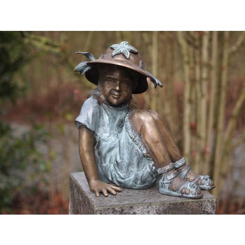 Eliassen Image bronze small girl with hat