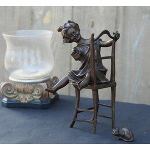 Eliassen Beeld brons meisje op stoel