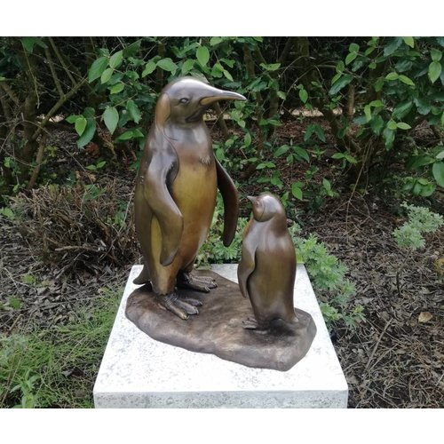Eliassen Bronzen pinguïn met baby