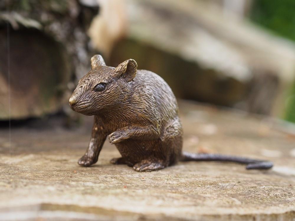 Eliassen Beeldje brons muis pootje omhoog