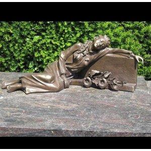 Eliassen Grabbilddame, die an der Finanzanzeigebronze liegt