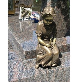Eliassen Tomb decoration girl with candle bronze