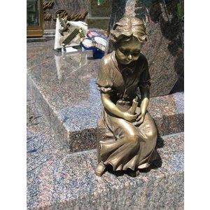 Eliassen Grab Dekoration Mädchen mit Kerze Bronze