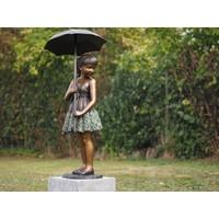 Bronzen meisje met paraplu