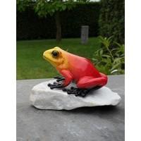 Roter Frosch der Steinstatue