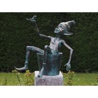 Bronzen pixie met emmer