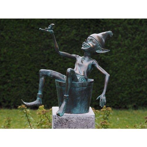 Bronze Elf mit Eimer