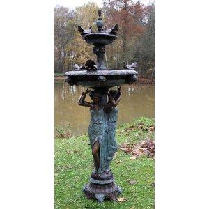 Eliassen Brunnenbronze mit Tauben