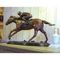 Beeld brons paard met jockey