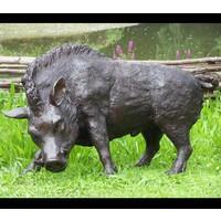 Beeld brons everzwijn groot