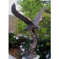 Beeld brons arend met gespreide vleugels