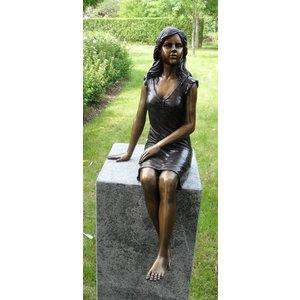 Eliassen Bronzen beeld zittend meisje