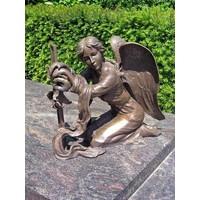Grab Engel mit Kreuz Bronze
