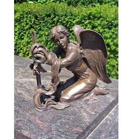 Eliassen Grab Engel mit Kreuz Bronze