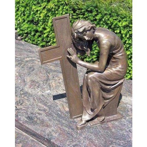 Eliassen Grave image lady next to cross bronze