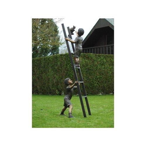 Eliassen Bronzen kinderen op een ladder