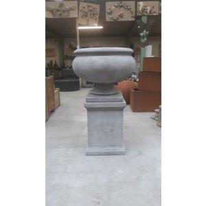 Eliassen Garden vase on base Nice big