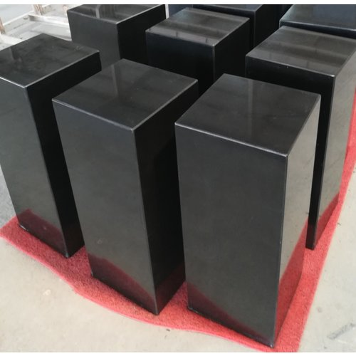 Eliassen Base black granite polished 25x25x50cm