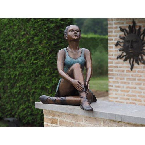 Bronzen zittende ballerina