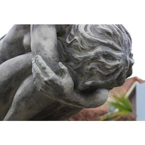 Eliassen Gartenstatuenengel übergebeugt groß