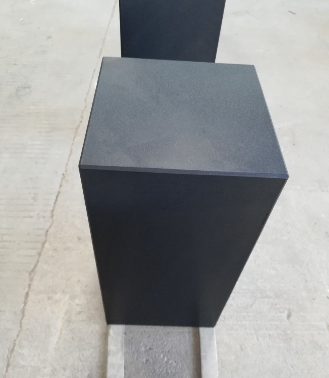 Eliassen Base black granite matt 30x30x75cm