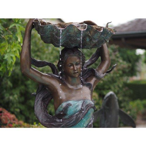 Bronzen vrouwenfontein