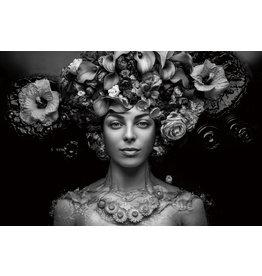 Glasmalerei Frau mit Blumenhut mit Silberfolieneffekten