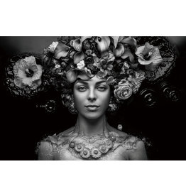 Glasschilderij Vrouw met bloemen hoed met zilver folie effecten